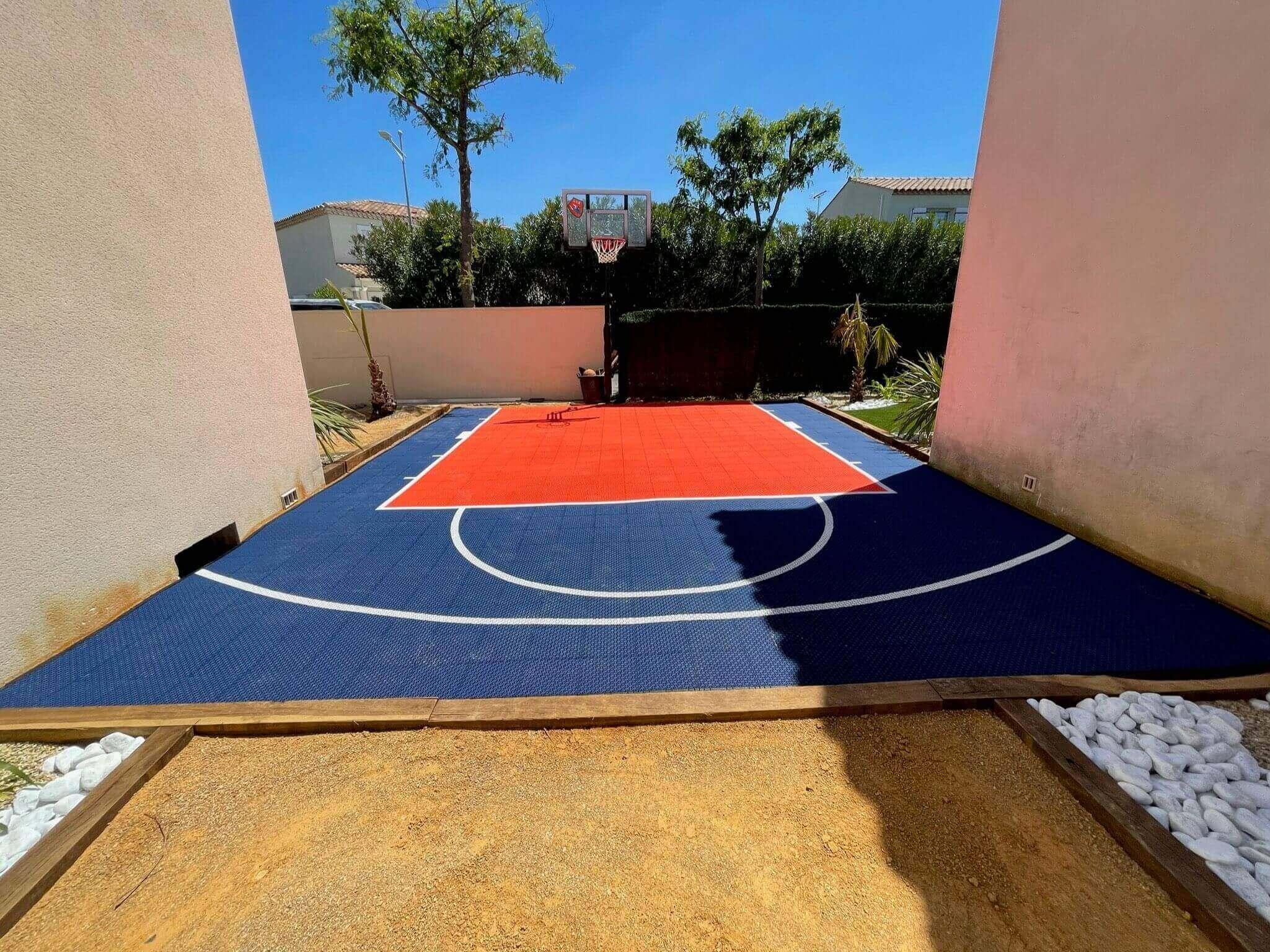 Le terrain de basketball : dimensions, spécificités et conseils pour l'installer chez vous !
